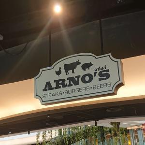 EMクオーティエのARNO'Sでハンバーガーを。