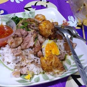 タイの夜の祭りにカオカームー【タイの夜店】