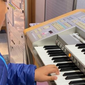クリスマス会でエレクトーンをコードを見ながら弾ける、生徒さんもいます(ピアノ)