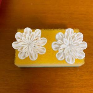 つまみ細工教室ー白のお花で簪作り。