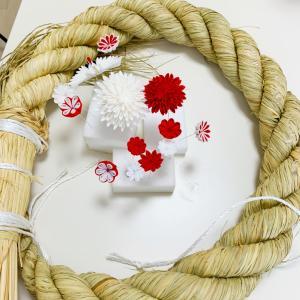直径50㎝の特大しめ縄につまみ細工を