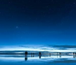 「夜の闇のなかに星が見えるように、苦悩のなかにこそ人生の意味が見えるものである」。文豪トルストイ