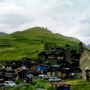 夏のジョージアで絶対訪れたい、トゥシェティ(Tusheti)の美しい村々、オマロ(Omalo)、ダルトゥロ(Dartlo)