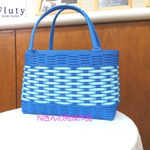 青いバッグ