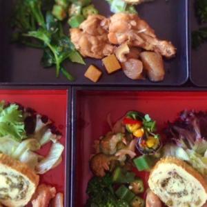 賄い記録: 長月の鶏手羽とこんにゃくのほっこり煮物弁当