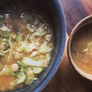 焦がしスペルト小麦とカリフラワーの葉っぱ,薄揚げの昆布出汁お味噌汁