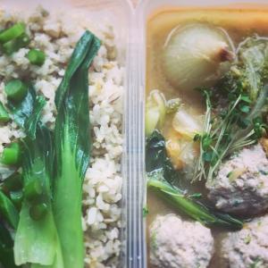 スペアリブの甘辛煮と野菜のお弁当の献立