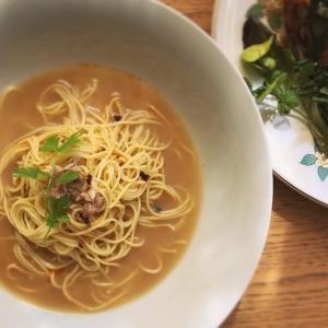 冷麺:ベトナム風もやしとほうれん草と塩豚のオムレツのせ冷やしラーメン