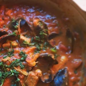 塩豚とムール貝のトマトカレー