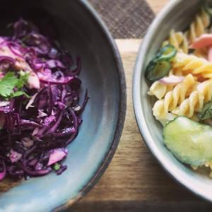 紫キャベツとツナのサラダとパスタサラダ