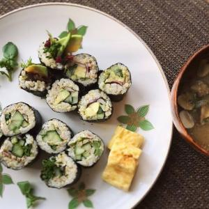 ツナと胡瓜とアボカドの巻き寿司のプレート献立