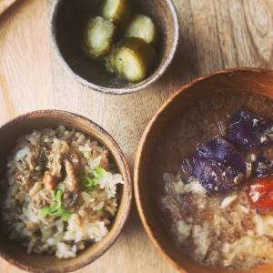キャベツとトマトのかき玉お味噌汁と金山寺味噌のせごはんの献立
