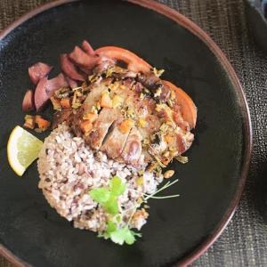 塩豚の山椒ステーキ トマトと紫玉ねぎのチャンアチソース添え献立