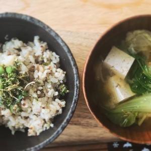 玄米粥とお味噌汁の献立