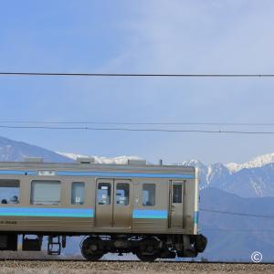 常念岳と211系