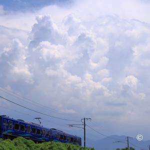 崩れた積乱雲と青いSR-1系