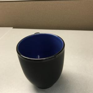 会社のロゴ入りマグカップが全社員に配られました。