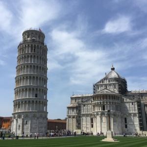 ガリレオの実験で有名なピサの斜塔は本当に傾いていました。