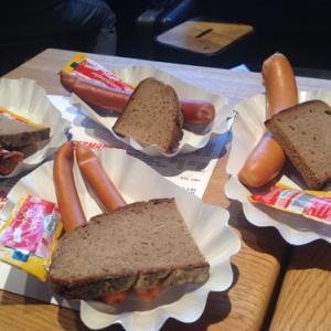 ドイツのフランクフルトでフランクフルト・ソーセージを食べました。