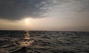 青い空の向こうに   (外房ゴムボート釣り)