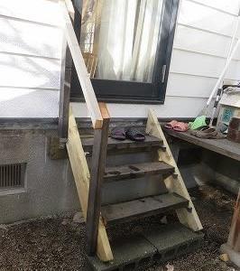 階段に手摺り
