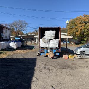 北軽井沢で薪の荷下ろし