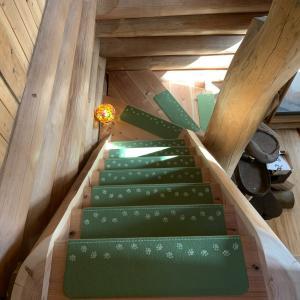 階段に滑り止めを設置しました
