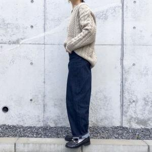 GUの「コクーンシルエットジーンズ」の着回し♪冬だけでなく春先も穿けるデニムで汎用性抜群!