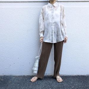 しまむらの「タイダイシアーシャツ」の使用感レビュー!夏感のあるタイダイ柄とシアー素材を組み合わせたトレンド感あふれるシャツ。お手入れも簡単な優秀トップスです♪