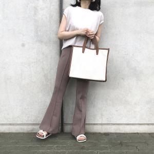 無印良品の「スリーブレスTシャツ」の使用感レビュー!お値段¥990とコスパ抜群♪ノースリーブだけど安心感のある魅力的な袖元デザインが素敵。