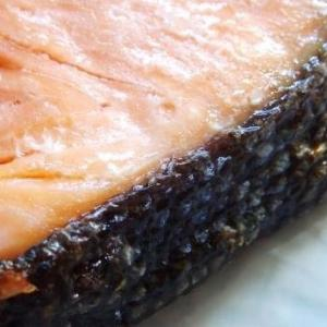【この差って何ですか】おいしい鮭の見分け方!皮の色を見るだけで簡単に脂のノリ具合が判断できる。知って得する目利き技です♪