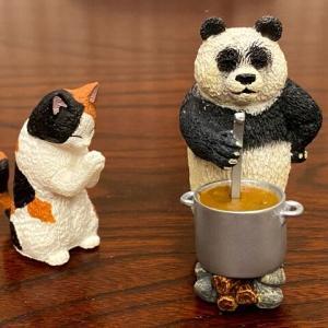 ガチャガチャで愉快な仲間達に新入り加入♪~カレーパンダと祈りネコ~
