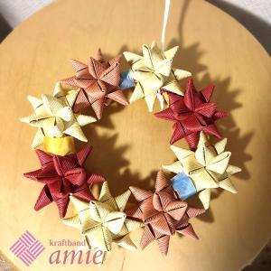 可愛らしい色の星結びリース