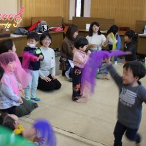 姫路市安室東(田寺東)公民館リトミック教室もご入会! 2歳と0歳の3人でお越し頂きました!