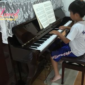 夏は朝からピアノの練習! サッカーの試合と吹奏楽のミニ演奏会