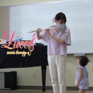 今年度もリトミックレッスンにて『フルートミニコンサート』を行いました!姫路市リトミック教室