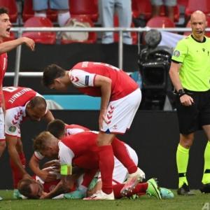 プロサッカー選手が突然倒れた⁉️試合中にバッタリ⁉️ワクチン接種してる⁉️