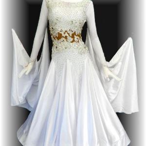 真っ白なスタンダードドレス