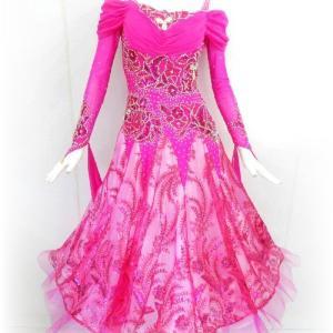 豪華な刺繍!ピンクのスタンダードドレス