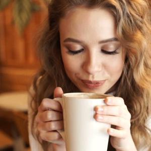 早くコーヒーが冷めるのは、どっち?