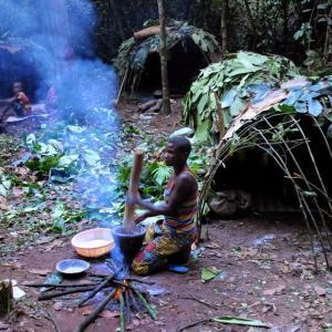 """アフリカ部族の平等な狩猟採集社会、北海道の""""ビジネス部族""""の野蛮な狩猟漁労社会"""