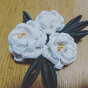 カルチャーセンター・洋風つまみ細工教室 2020年8月 白薔薇のコサージュ その1.