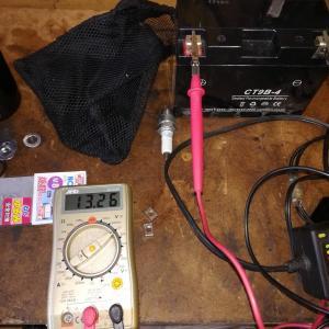 バッテリー交換 43,610km  各状況での電圧表示 グランドマジェスティー250