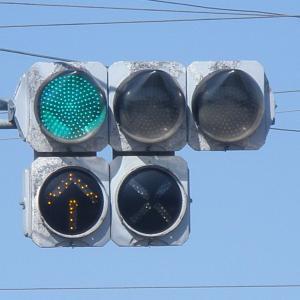 英語で信号の色は何色と言う?