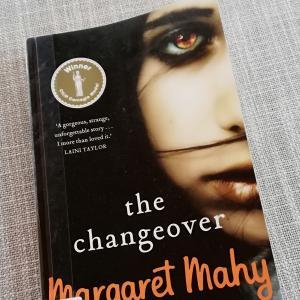 NZを代表する作家による児童洋書「The Changeover」