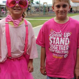 ニュージーランド中でPink Shirt Day ピンクの服を着ていじめ反対!