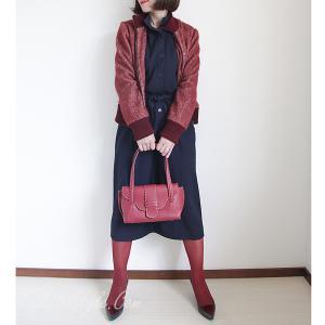 フランコ・デッシの赤いバッグにはAnneの赤いブルゾンを。