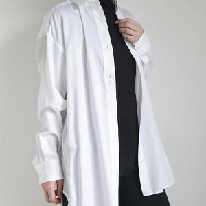 微光沢の白シャツはレフ版効果あり。