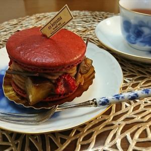 エス コヤマのケーキと大倉陶園の器