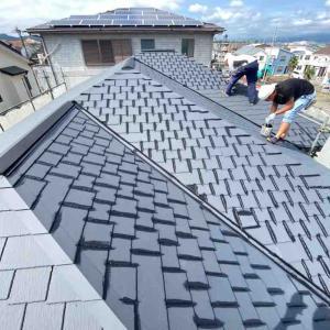 屋根と外壁の塗装開始です。